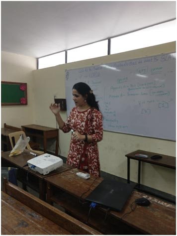 Mrs. Pooja Manghirmalani Mishra conducting a workshop on AR